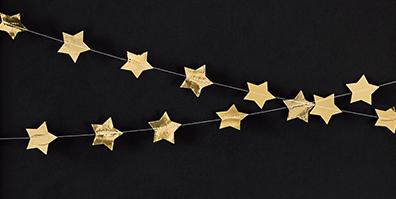Girlande aus goldenen Sternen